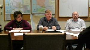 L to R: Grays Harbor County Commissioners Vickie Raines, Randy Ross, Wes Cormier. 1/17/17.